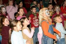 Kinder als begeisterte Mitmachende bei con Panna